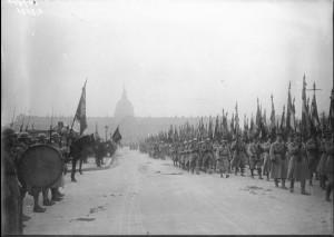 11 novembre 1924 dans Miscellanees defile-des-drapeaux-sur-esplanade-des-invalides-300x213